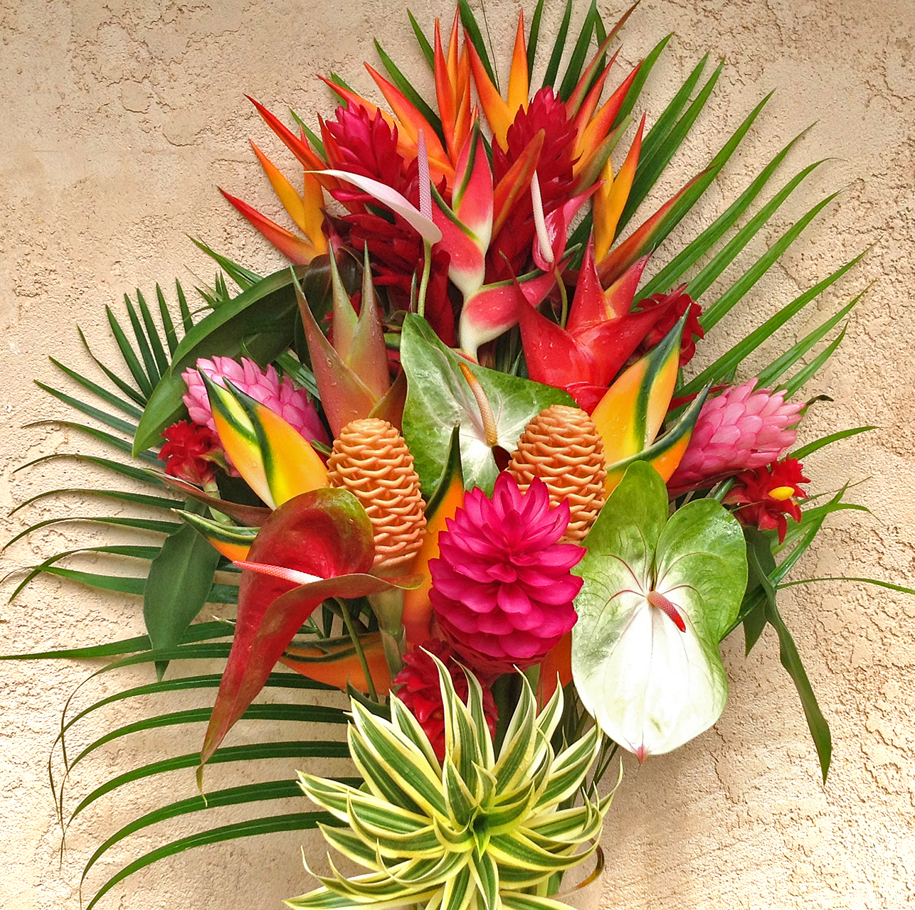 best of kauai tropical flower arrangement features lots of amazing tropicals our largest. Black Bedroom Furniture Sets. Home Design Ideas